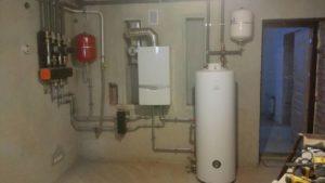 отопление дома и монтаж газового настенного котла vaillant и бойлера aquastic