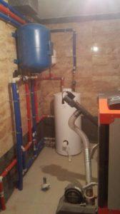 отопление дома твердотопливным котлом tis и нагрев воды бойлером aquastic
