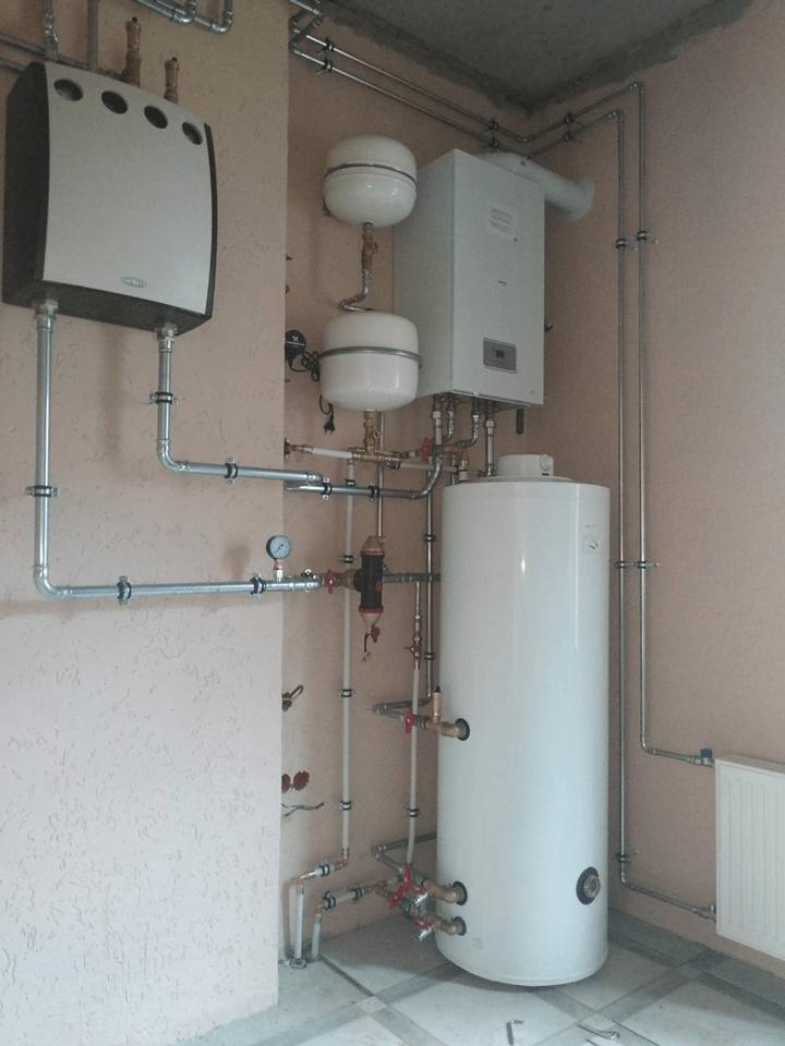 монтаж отопления и конденсационного котла protherm и бойлера aquastic