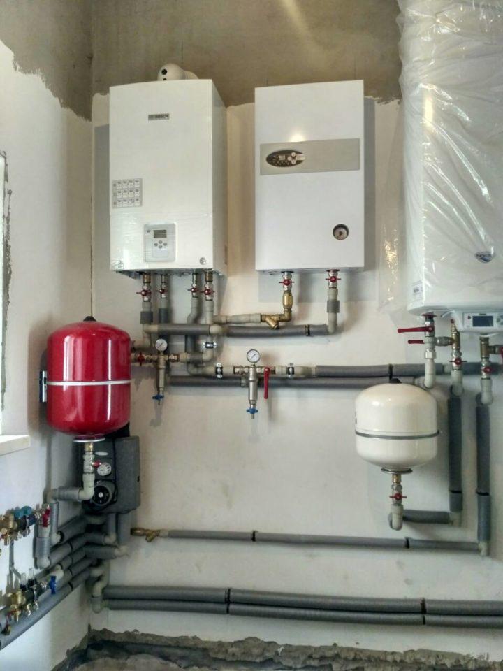 Монтаж отопления и обвязка газового котла BOSCH трубами из полипропилена Wavin