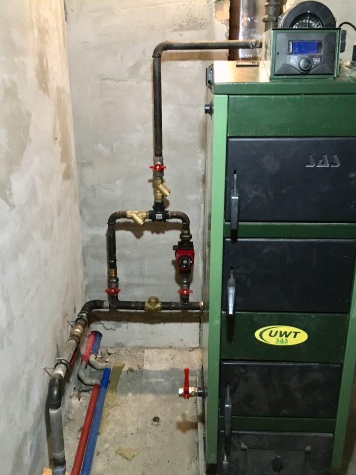 Монтаж отопления с твердотопливным котлом SAS и обводным узлом