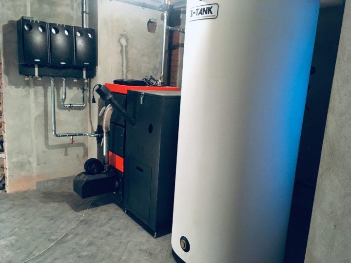 Система отопления с твердотопливным котлом TIS и группами быстрого монтажа Maibes