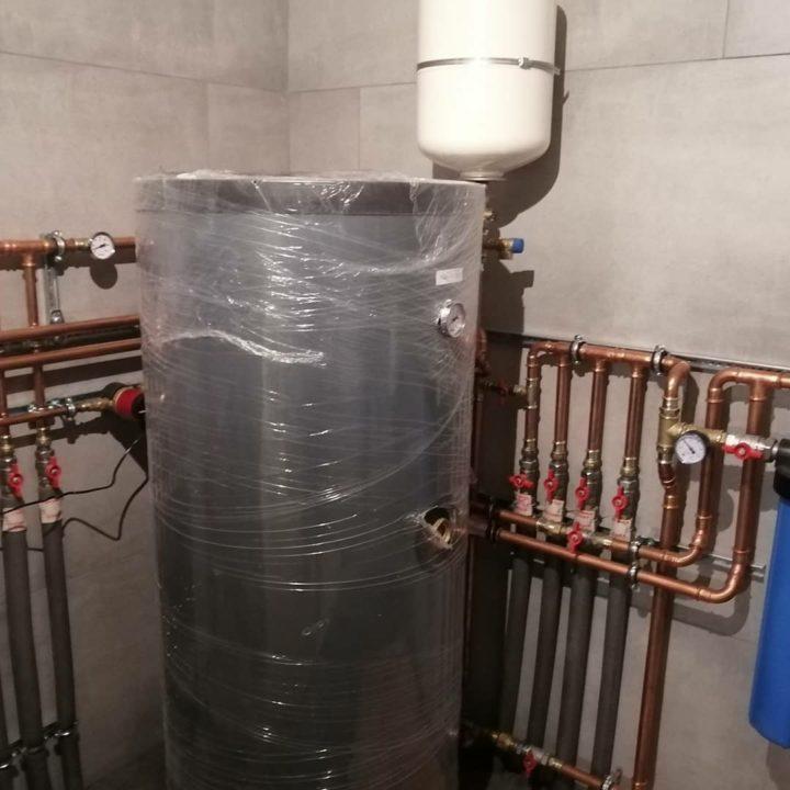 pro_klimat монтаж отопления по принципу первичный и вторичных колец трубами и фитингами из меди SANHA