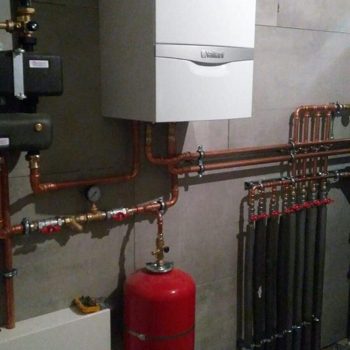 pro_klimat монтаж системы отопления дома по принципу первичных и вторичных колец медью и фитингами SANHA минск