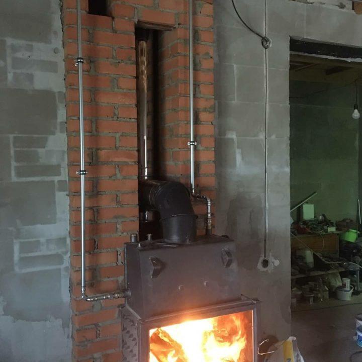 dom_kotlov_установка камина для отопления дома в минском районе